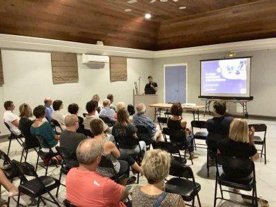 Une audience captivée - Salle des festivités, capitainerie de Gustavia